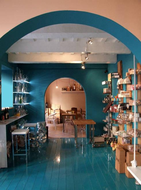 sala ingresso: Gastronomia in stile  di studio radicediuno