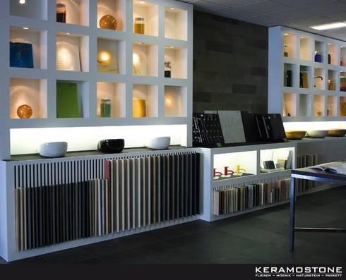Besuchen Sie uns gerne in unserer Ausstellung und lassen Sie sich vom Charme unserer Produkte inspirieren.: klassischer Flur, Diele & Treppenhaus von Keramostone