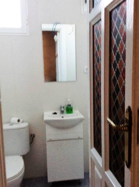 Antes de la reforma. Vista del curato de baño:  de estilo  de Arquigestiona Reformas S.L.