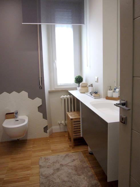 Baños de estilo moderno de studio radicediuno