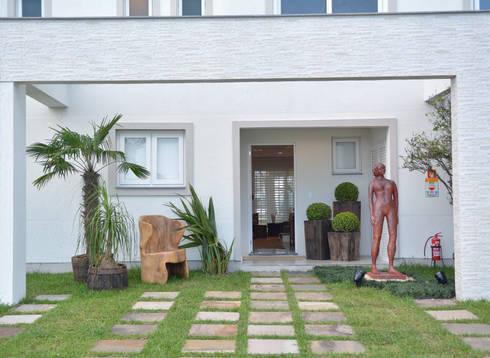 Residências Praianas: Terraços  por Michele Moncks Arquitetura