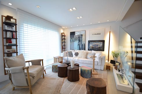 Residências Praianas: Salas de estar tropicais por Michele Moncks Arquitetura