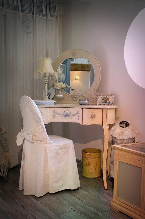 Dormitorios de estilo  de Maurine Tric
