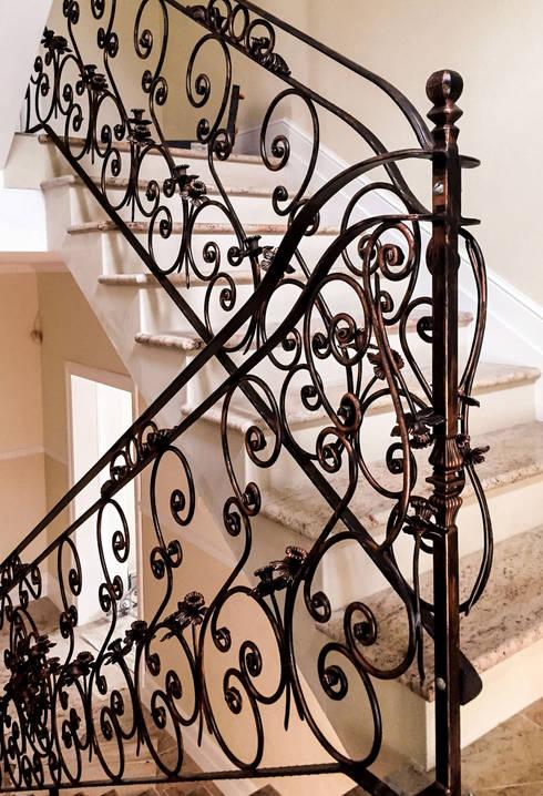 Realizacja Balustrady 1: styl , w kategorii Korytarz, hol i schody zaprojektowany przez Armet