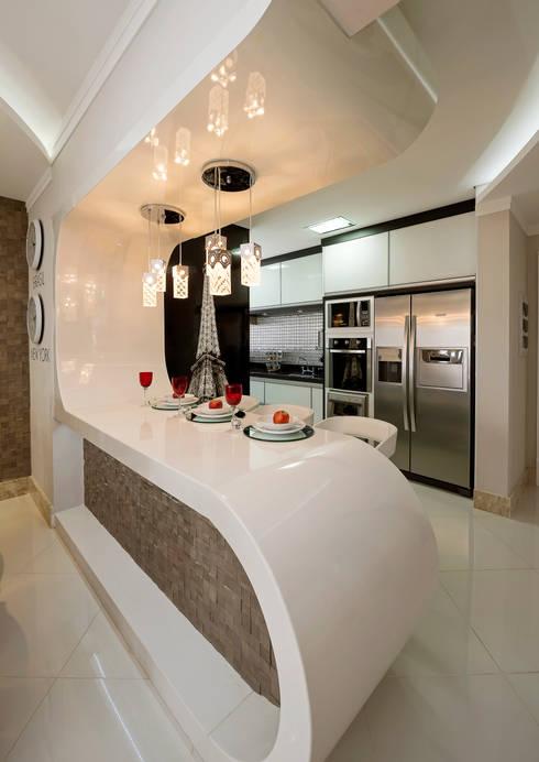 Apartamento Indaiatuba: Cozinhas modernas por Designer de Interiores e Paisagista Iara Kílaris