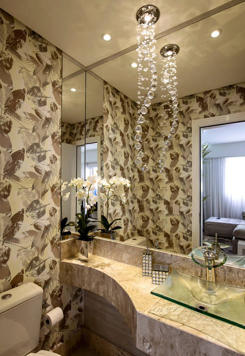 Apartamento Indaiatuba: Banheiros modernos por Designer de Interiores e Paisagista Iara Kílaris
