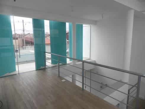 Casa Rua Romildo Morelli: Terraços  por Sérgio Machado Arquitetura