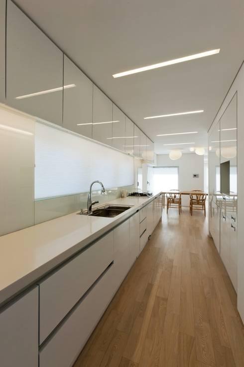 통인동 스튜디오하우스: 제이에이치와이 건축사사무소의  주방