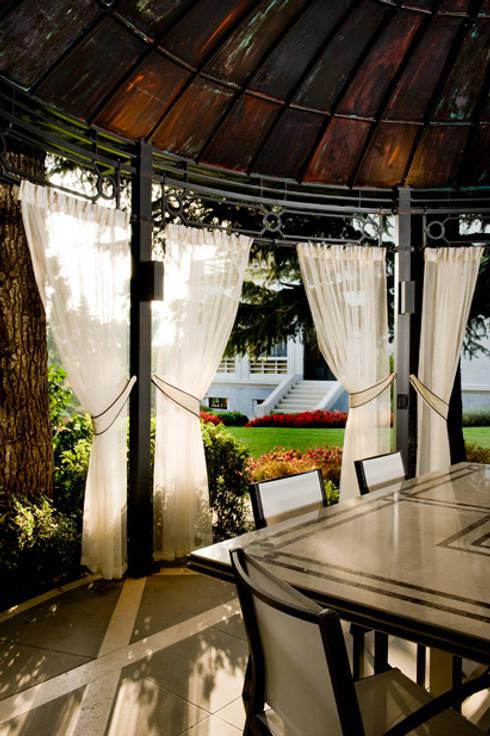 GAZEBO ESTERNO: Giardino in stile  di Studio Architettura Carlo Ceresoli