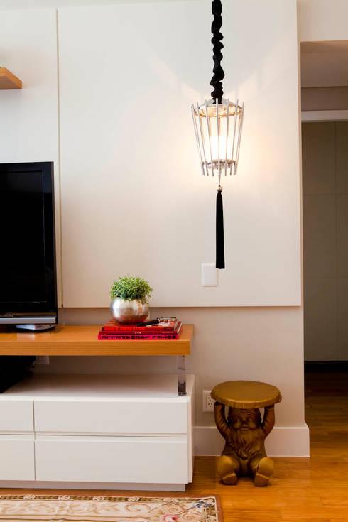 Apartamento Vila Nova Conceição : Sala de estar  por Asenne Arquitetura