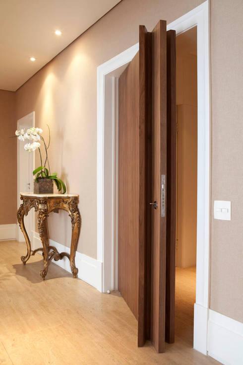 Apartamento Jardins: Corredores e halls de entrada  por Asenne Arquitetura