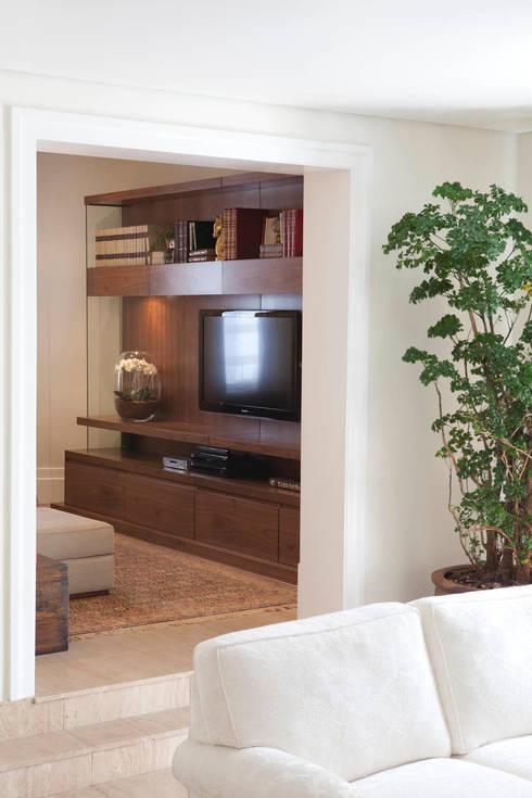Apartamento Jardins: Salas de estar clássicas por Asenne Arquitetura