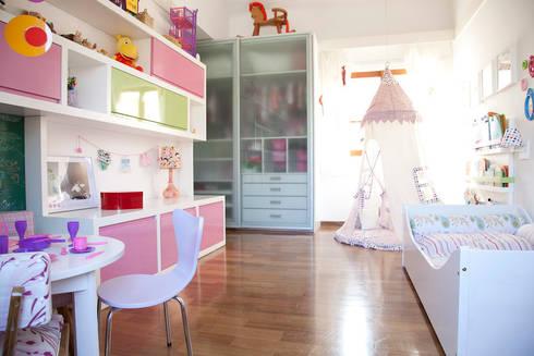 Quarto menina: Quarto infantil  por Asenne Arquitetura