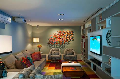 Living Com Obra de Arte: Salas de estar modernas por KTA - Krakowiak & Tavares Arquitetura