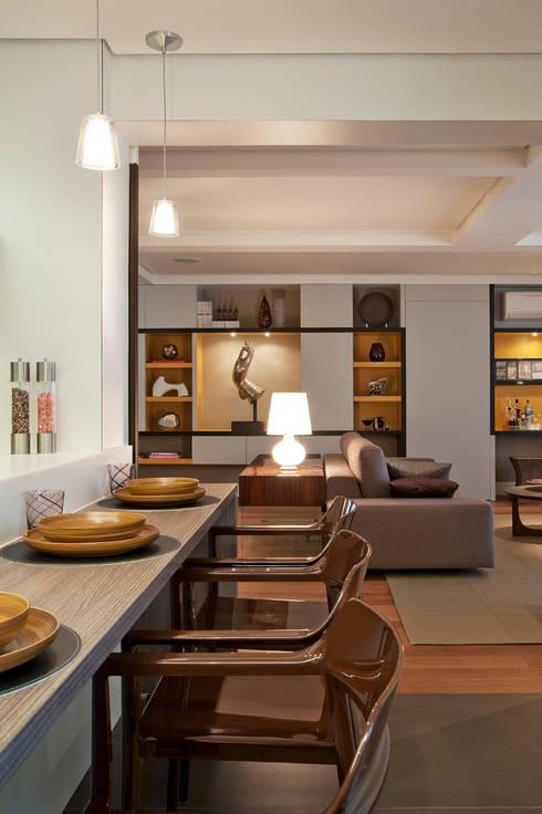 Bancada Feita Sob Medida: Cozinhas modernas por KTA - Krakowiak & Tavares Arquitetura