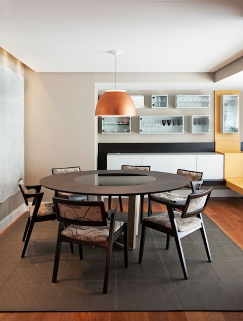 Sala de Jantar Com Peças de Design: Salas de jantar modernas por KTA - Krakowiak & Tavares Arquitetura