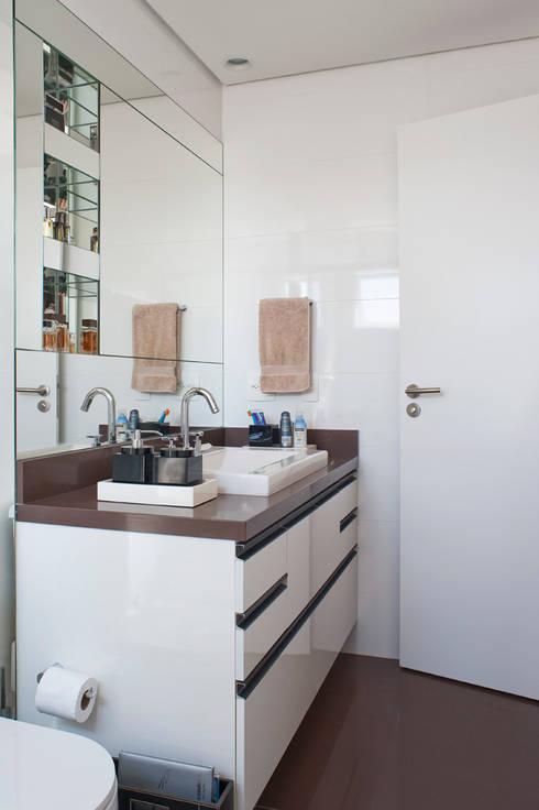 Banheiro Masculino: Banheiros modernos por KTA - Krakowiak & Tavares Arquitetura