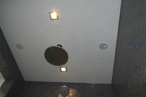 De badkamer en de essentie van verlichting door Bad & Design   homify