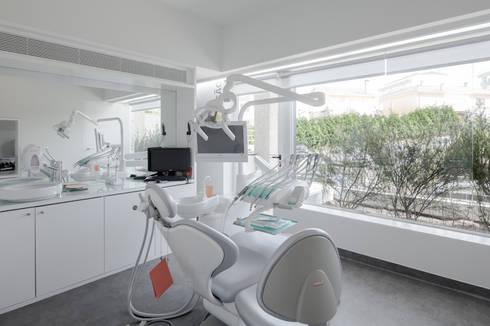 Dental Clinic: Clínicas  por PAULO MERLINI ARCHITECTS