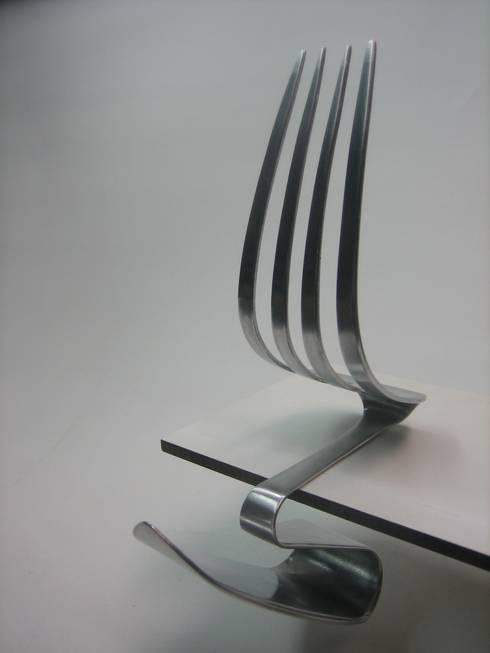 Sala da pranzo in stile in stile Moderno di blikvanger