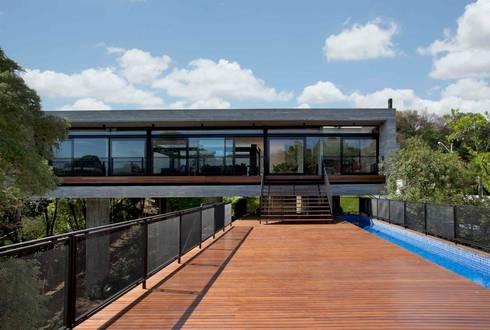 Casa | LM |: Casas modernas por Marcos Bertoldi
