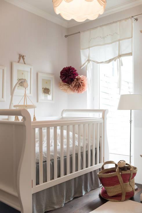 Mieszkanie w stylu New England: styl , w kategorii Pokój dziecięcy zaprojektowany przez Studio Inaczej