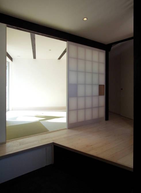扇翁: 充総合計画 一級建築士事務所が手掛けた和室です。