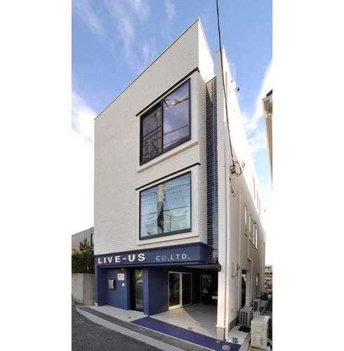 新横浜のショールーム: 辻史彰建築研究所が手掛けた家です。