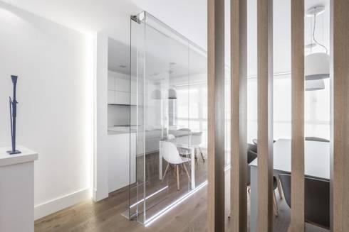 Ático en Valencia: Cocinas de estilo minimalista de Hernández Arquitectos