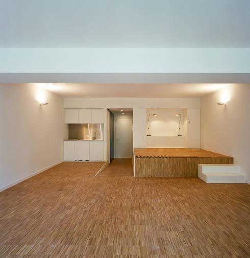 Immeuble à appartements Jaax: Maisons de style  par Atelier d'architecture Pierre Hebbelinck et Pierre de Wit