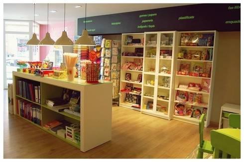 Lima: Oficinas y Tiendas de estilo  de Cardellach Interior & Events