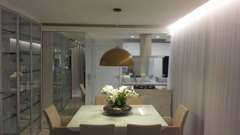 Apartamento JB: Salas de jantar modernas por Roesler e Kredens Arquitetura