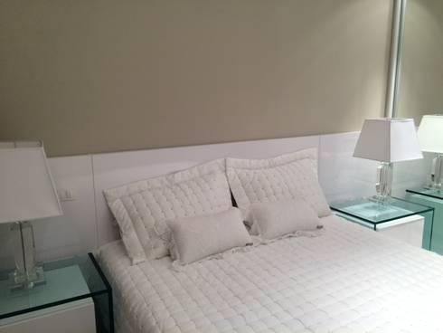 Apartamento JB: Quartos  por Roesler e Kredens Arquitetura