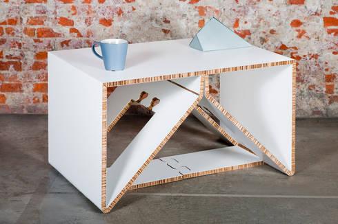AXIOMA TABLE: Habitaciones infantiles de estilo  de CARDBOARD FURNITURE AND PROJECTS