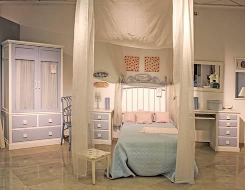 Muestrario de muebles para el hogar de muebles sarria homify Dormitorio juvenil clasico