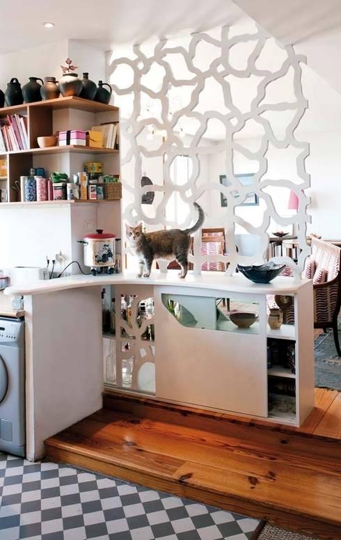"""Aménagement d'intérieur """"EVA"""": Cuisine de style  par Motif-Design"""