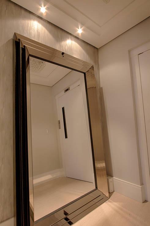 hall: Corredores e halls de entrada  por Camila Bruzamolin - arquitetura