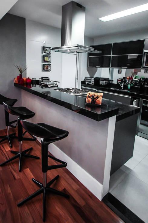 Apartamento Campo Belo: Cozinhas  por SP Estudio
