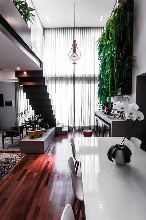 Apartamento Campo Belo: Corredores e halls de entrada  por SP Estudio