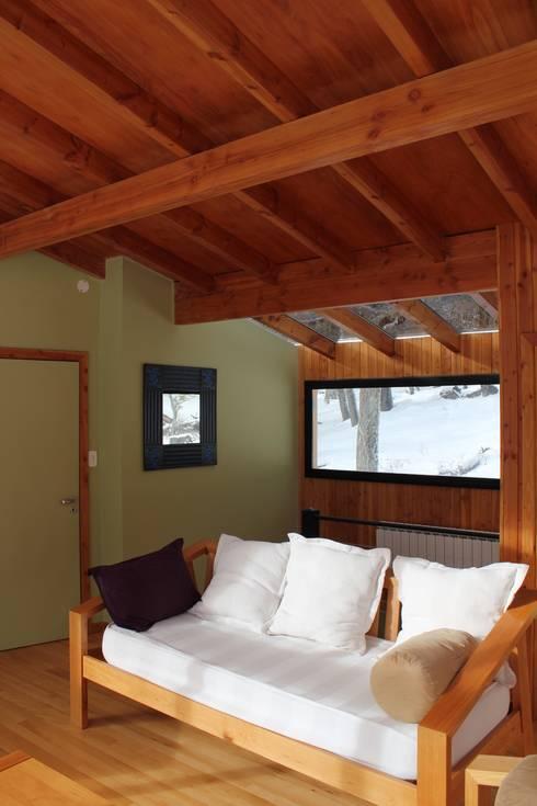 Las Murras  – Las Pendientes – Patagonia Argentina: Hoteles de estilo  por Aguirre Arquitectura Patagonica