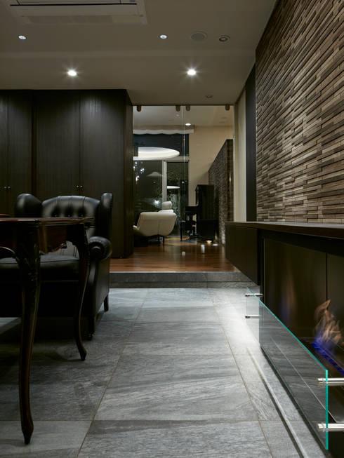サロン: Mアーキテクツ|高級邸宅 豪邸 注文住宅 別荘建築 LUXURY HOUSES | M-architectsが手掛けたリビングです。