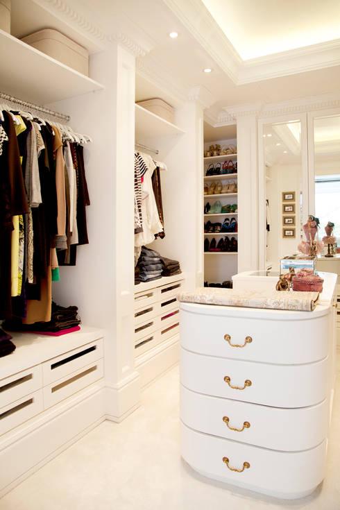 غرفة الملابس تنفيذ Kerim Çarmıklı İç Mimarlık