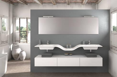 Mueble Essence W doble lavabo: Baños de estilo moderno de Astris