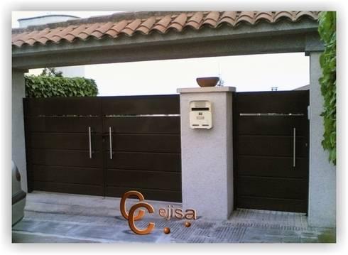 Puerta Modelo Chapa Plegada.: Ventanas de estilo  de Cerrajeria cejisa