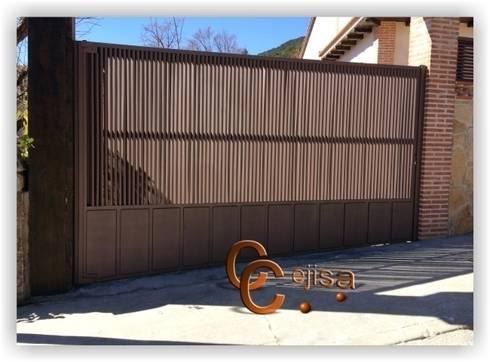Puerta de Carruajes de Lamas en Z.: Ventanas de estilo  de Cerrajeria cejisa