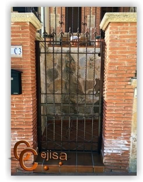 Puerta en Forja Moderna.: Ventanas de estilo  de Cerrajeria cejisa