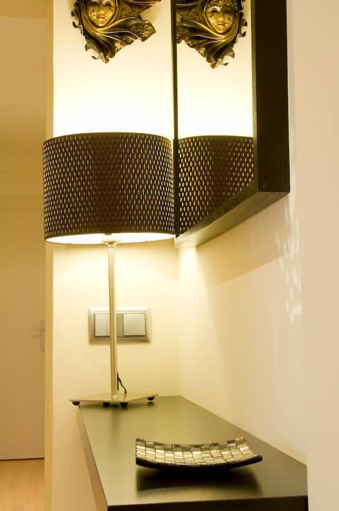 Marron: Dormitorios de estilo escandinavo de Cardellach Interior & Events