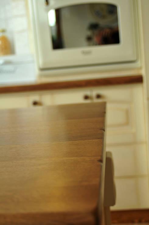 Blat kuchenny dębowy: styl , w kategorii Kuchnia zaprojektowany przez 'Rustykalnia'  Sztuka Wnętrza