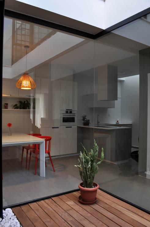 Casa GV: Comedores de estilo moderno de 2G.arquitectos