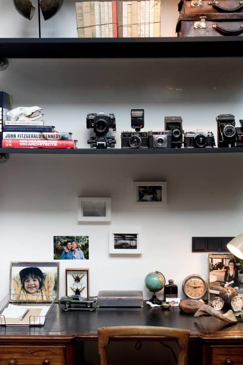 Garage Loft:  Studeerkamer/kantoor door BRICKS Studio